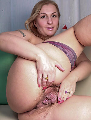 Amateur pics of hot mature moms