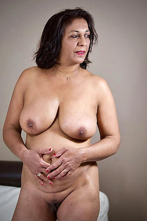 Sexy grown up indian pussy porn pics