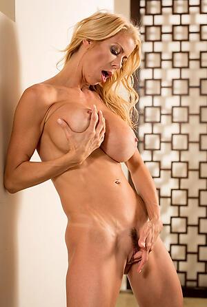 Xxx mature muscle woman intercourse pics