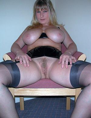 Naughty naked mature busty pics