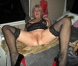 Uncover mature slut