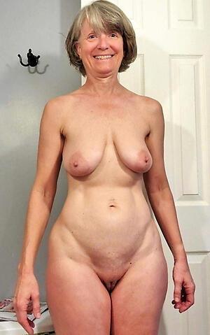Unclad hot mature granny photo