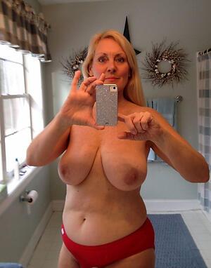 Unshod mature selfshot pussy pics