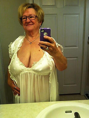 Slutty mature selfshot nude