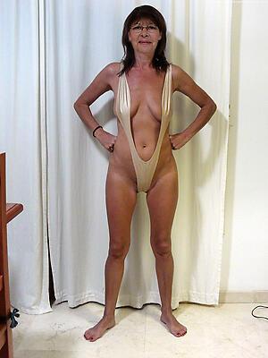 Hot porn of mature bikini models