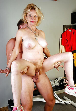 Unadorned mature wife loves cock