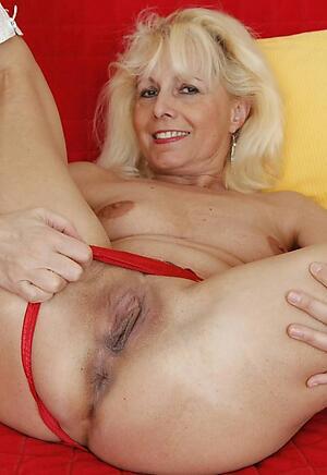 Pretty mature white wife naked pics