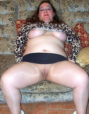 Slutty mature pantyhose pics