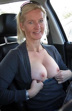 Amateur mature nude everywhere car photo