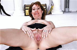 Gorgeous mature moms naked