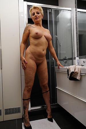 Xxx mature women legs nude pics