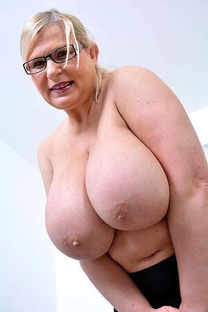 Amateur mature big natural tits pics
