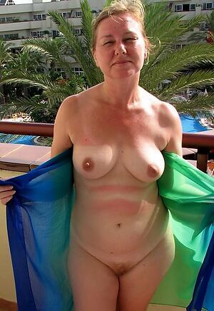 Inviting mature natural breast amateur porn pics