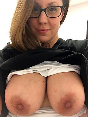 Amateur naked grown up selfshot porn pics