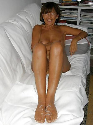 Gorgeous older women with sexy feet