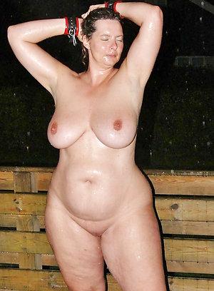 Cute mature girlfriend nude photos