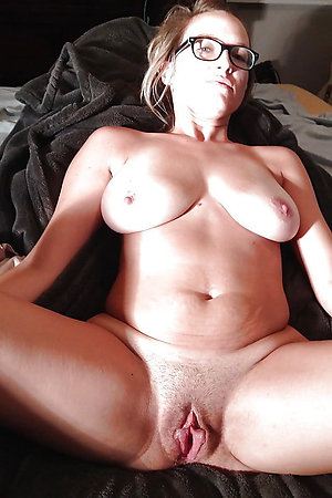Pretty hot sexy mature mom with glasses