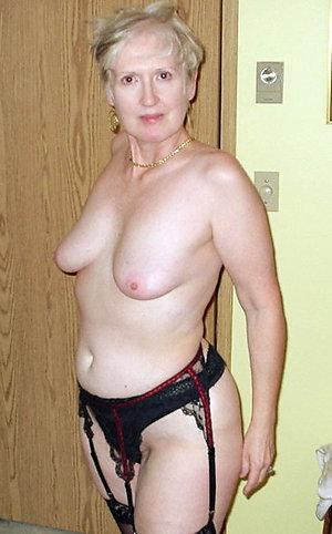 Real pics of mature nude granny xxx