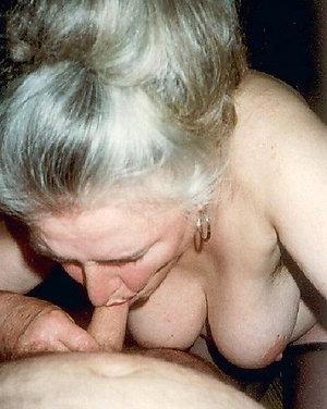 Slutty mature granny pussy