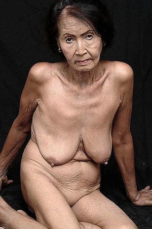 Nude mature granny tits photos