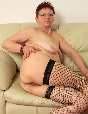 Busty mature naked grannies photos