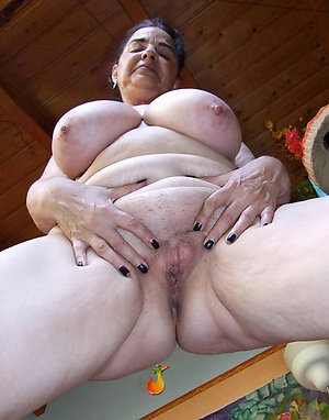 Homemade mature granny ass pics