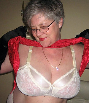 Amateur pics of mature nude grannies