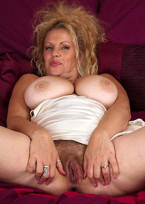 Xxx amateur mature hairy pussy pics