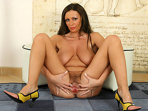 Naughty mature in heels private pics