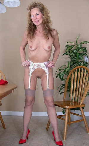 Horny Gilly old mom pussy pics