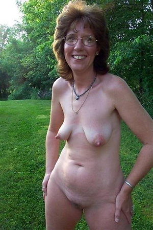Naked lusty mature slut wife photos