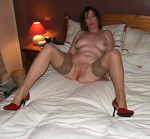 Slutty mature women with sexy legs pics