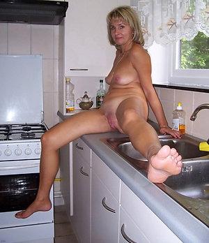 Sexy beautiful mature legs porn photos