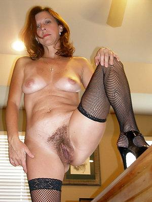 Porn pics of nude mature ladies legs